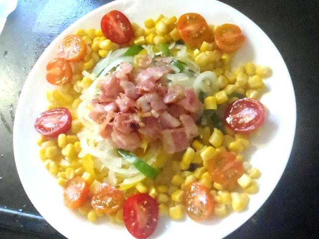玉ねぎとベーコンの彩りサラダ