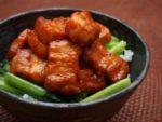 豚バラかたまり肉で作る食べ応え抜群!ピリ辛豚丼:楽天レシピのススメ