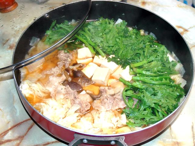 豆腐多めで生姜を効かせて!豚バラ肉のすき焼き風♪