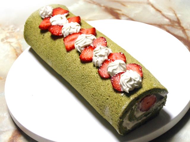 シフォン風生地で!苺と抹茶の春のロールケーキ♪