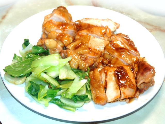チンゲンサイを添えて!鶏もも肉の生姜焼き風♪