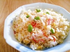包丁不要☆簡単ランチ♪卵とカニカマと枝豆の炒飯:楽天レシピのすすめ