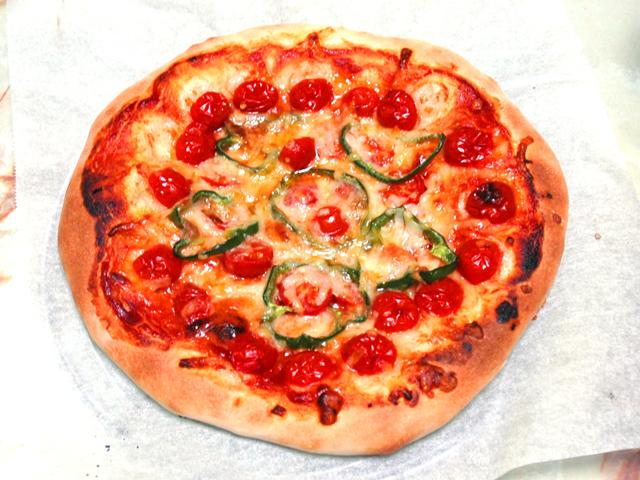 ミニトマトの大量消費!HBで作るミニトマトのピザ♪