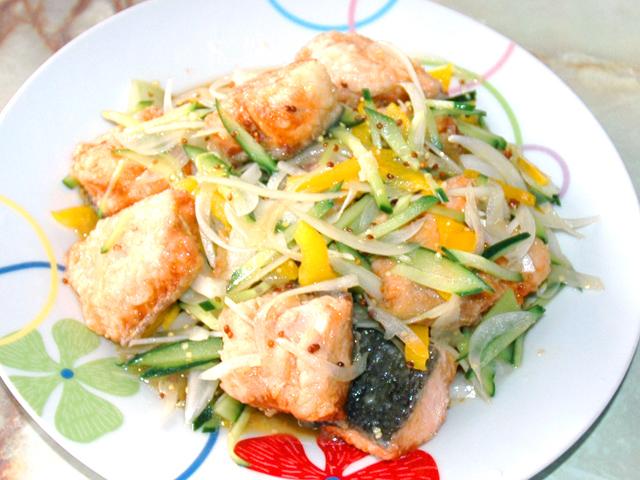 旬の鮭を使って!鮭と野菜たっぷりのエスカベージュ風