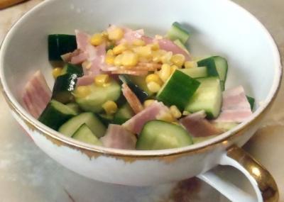 ベーコンときゅうりのサラダ