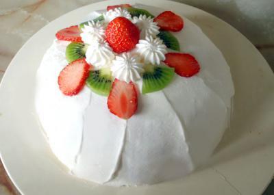 苺ヨーグルトのドームケーキ