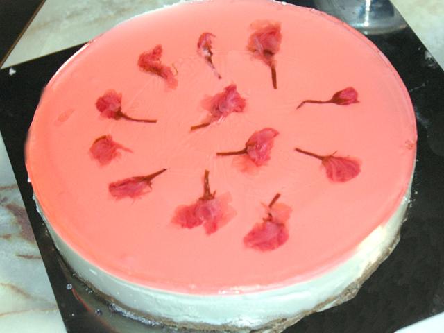 春の香り!桜の花の塩漬けで作るレアチーズケーキ♪