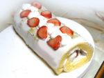シフォン風ケーキで!苺のクリスマスロールケーキ♪