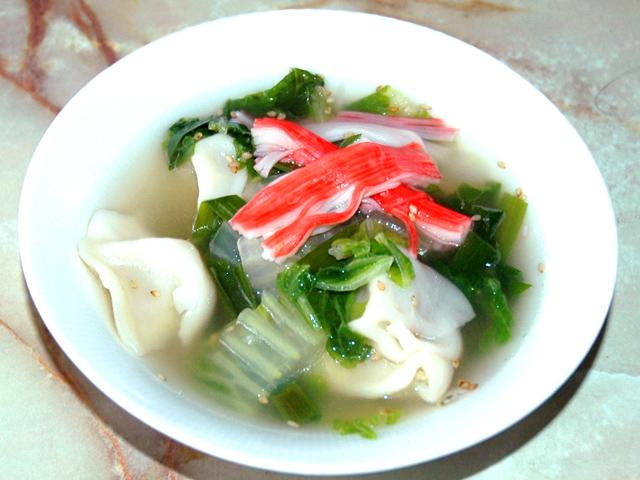 冷凍から煮込んでOK!白菜と水餃子の中華スープ♪