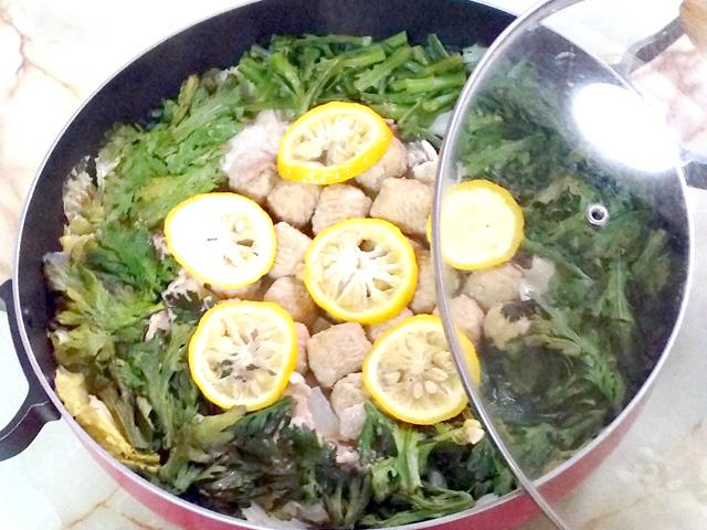 ゆずで爽やかに!柚子と豚肉・肉団子の塩白菜鍋♪