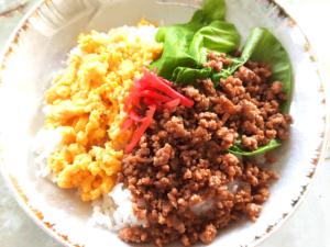 シンプルなそぼろで!ひき肉と卵のカラフルそぼろご飯