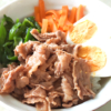 スタミナつく?豚こまと夏野菜のビビンバ風丼♪